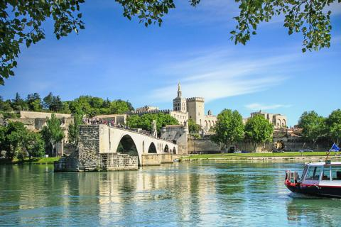 Excursions to Avignon with Alpadia Lyon language school